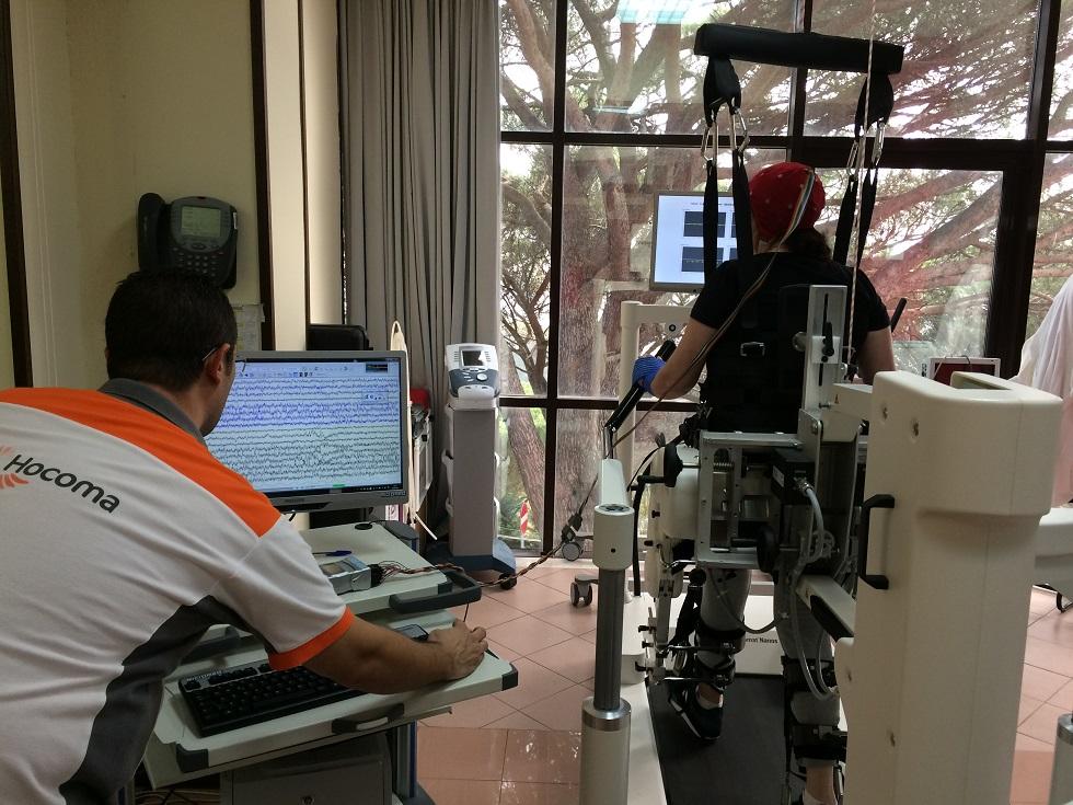 Una sessione di riabilitazione motoria all'interno del centro