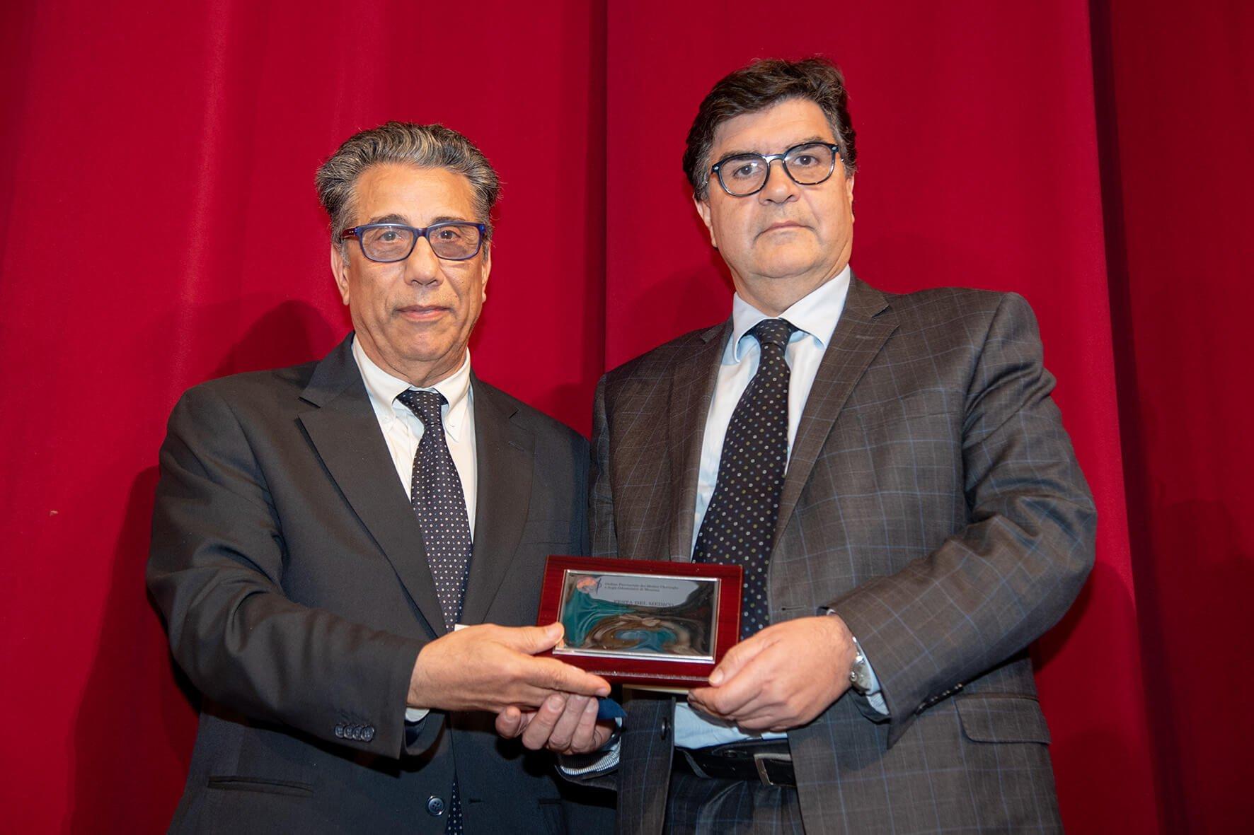 Papardo. Francesco Patanè premiato da Gaetano Ferlazzo
